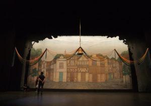 2舞台背景、設置中、正面からみると。